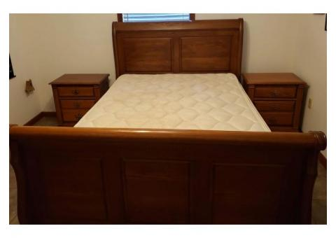 Bedroom Set Queen-Richardson Brothers Company Oak