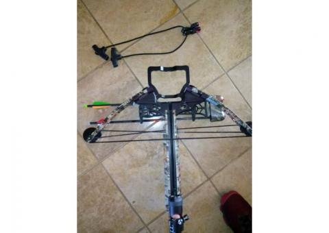 Parker Hornet Cross Bow \7 Bolts, Sling and Case