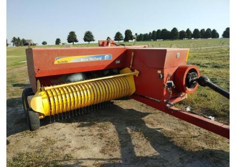 New Holland 580 Baler